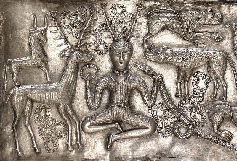 Le dieu celte Cernunnos (ici, sur le chaudron de Gundestrup) fait penser à Merlin