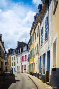 Petite rue colorée au Palais